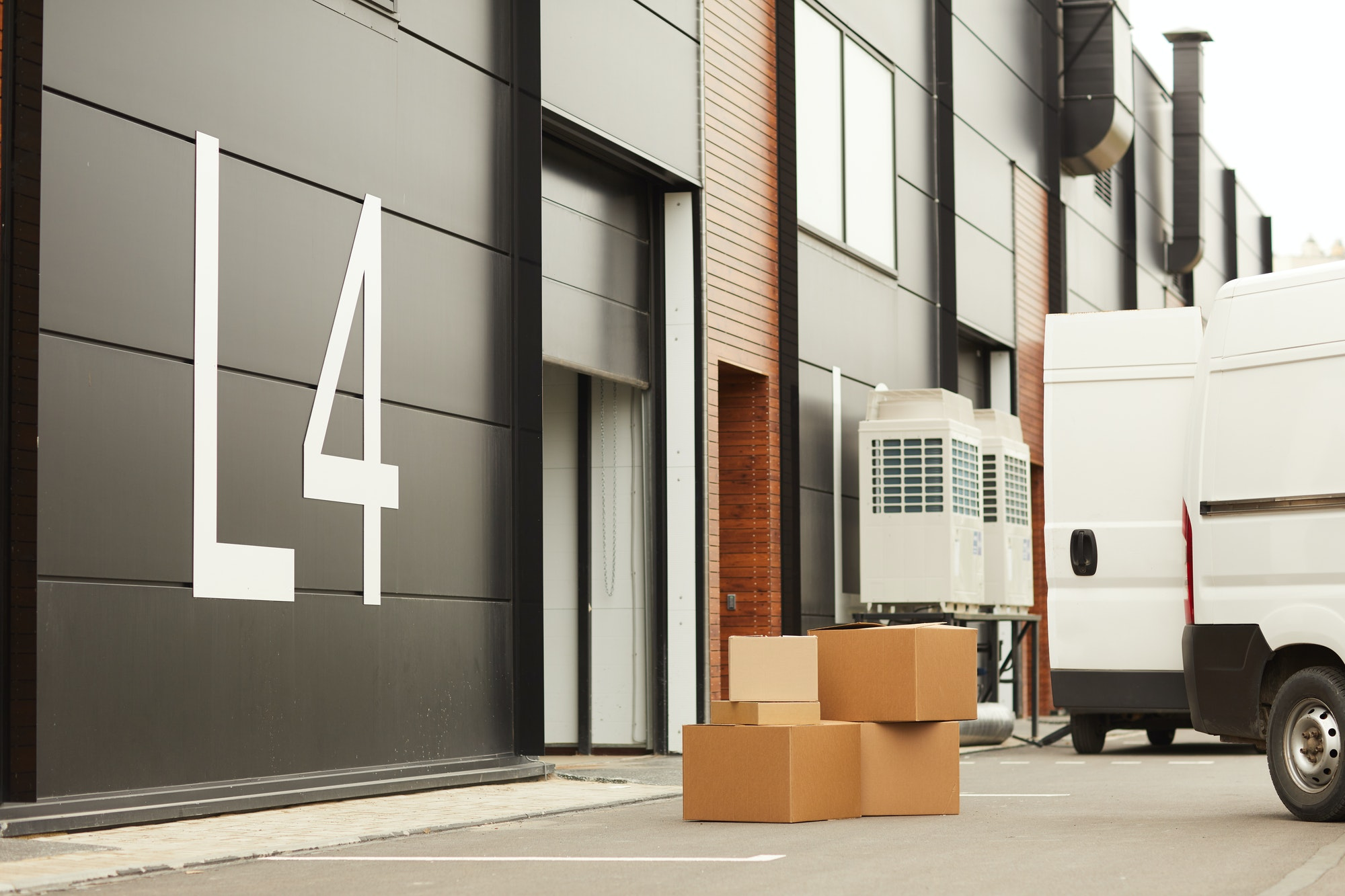 Warehouse for parcels and loads